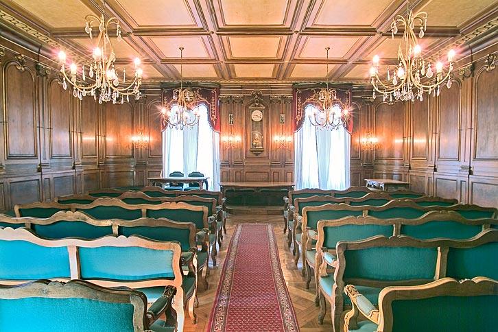 Capacité : 40 places - Accès : aussi pour handicapés sur demande - Cachet : Cadre agréable